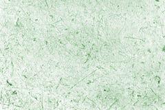 Fermé vers le haut du papier vert de mûre avec le fond de pâte de bois Photographie stock libre de droits