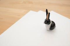 Fermacarte del coniglio fotografia stock libera da diritti