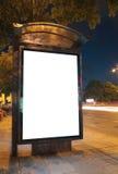 Fermata dell'autobus alla notte Fotografie Stock Libere da Diritti