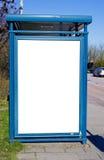 Fermata dell'autobus con il bilboard in bianco Immagini Stock