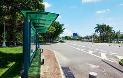 Fermata dell'autobus della città fotografia stock
