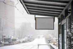 Fermata dell'autobus di inverno fotografia stock libera da diritti