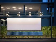 Fermata dell'autobus moderna con il tabellone per le affissioni in bianco horisontal alla notte rappresentazione 3d Immagini Stock Libere da Diritti