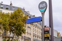 Fermata dell'autobus a Parigi l'autunno Immagine Stock Libera da Diritti