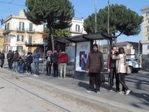 Fermata dell'autobus a Roma fotografia stock