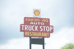 Fermata di camion su 40 da uno stato all'altro Fotografie Stock