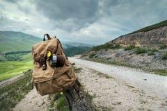 fermata nelle montagne sulla strada immagini stock libere da diritti