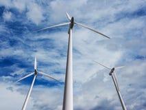 Ferme 2 de turbines de vent Photographie stock libre de droits