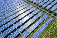 Ferme d'énergie solaire photographie stock libre de droits