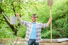 Ferme d'Eco Homme de ranch de récolte dans le chapeau de cowboy agriculture et culture d'agriculture ?quipement de jardin prise s images libres de droits