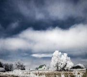 Ferme dans le Frost en hiver images libres de droits