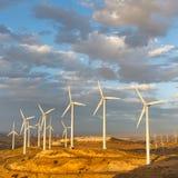 Ferme de vent au passage de Tehachapi, la Californie, Etats-Unis Photographie stock