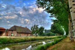 Ferme hollandaise avec les KY bleu-foncé Photographie stock libre de droits