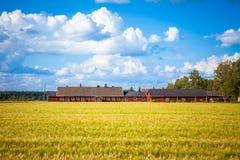 Ferme rouge en Finlande rurale Image stock