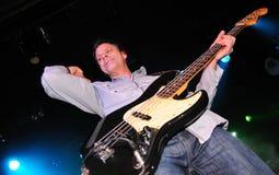 A fermentação (grupo rock britânico) executa no clube do biquini Imagens de Stock Royalty Free