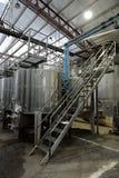 Fermentation dans des cuves d'acier inoxydable pour le vin à l'établissement vinicole Santa Rita photos stock