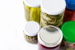 Fermented preservó verduras en el tarro aislado en el fondo blanco Fotos de archivo libres de regalías