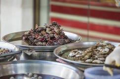 Fermentez le crabe cru sur la nourriture de rue de Yaowarat, Thaïlande photo libre de droits