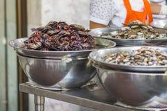 Fermentez le crabe, vente sur la nourriture de rue de Yaowarat, Thaïlande image stock