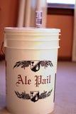Fermentować wiadro dla domowego piwowarstwa Zdjęcie Stock
