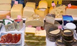 Fermer乳酪在组装和散装 免版税库存照片