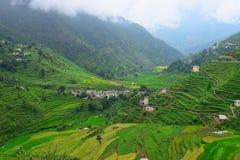 Fermes d'étape en vallée de l'Himalaya dans Uttarakhand, Inde Photographie stock