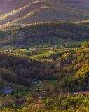 Fermes et maisons en vallée de Shenandoah, vue de l'horizon Dri photographie stock