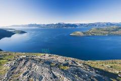 Fermes saumonées dans le fjord norvégien photos libres de droits