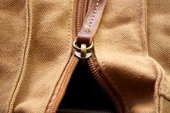 Fermeture éclair sur le sac B photos stock