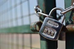 Fermez à clef avec la chaîne Photographie stock libre de droits