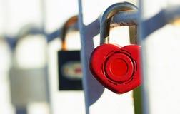 Fermez à clef avec le coeur images stock