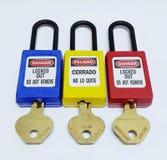 Fermez à clef et étiquetez, station de lock-out, dispositifs propres à une machine de lock-out photographie stock