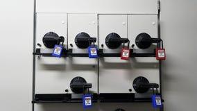 Fermez à clef et étiquetez, station de lock-out, dispositifs propres à une machine de lock-out photographie stock libre de droits