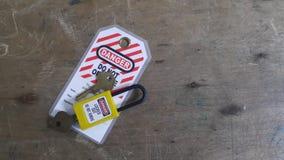 Fermez à clef et étiquetez, station de lock-out, dispositifs propres à une machine de lock-out image libre de droits
