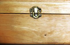 Fermez à clef la boîte en bois Photographie stock libre de droits