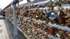 Fermez à clef le pont de l'amour Photographie stock