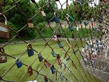 Fermez à clef le symbole de la fidélité et de l'amour éternel Photos stock