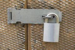 Fermez à clef sur une porte Images stock
