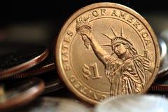 Fermez des USA une pièce de monnaie du dollar images libres de droits