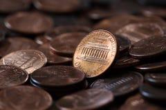 Fermez des USA une pile de pièces de monnaie de cent image libre de droits