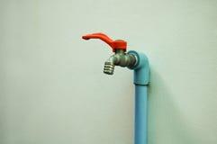 Fermez le robinet d'eau Image stock