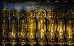 Fermez vers le haut des beaucoup la petite statue de Guanyin Images libres de droits