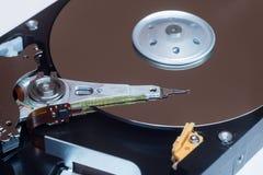 Fermez-vous à l'intérieur de l'unité de disques d'ordinateur HDD Photographie stock libre de droits