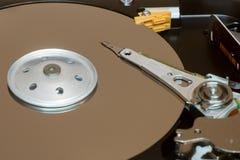 Fermez-vous à l'intérieur de l'unité de disques d'ordinateur HDD Images libres de droits
