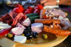 Fermez-vous avec un plat de viande froide Photographie stock libre de droits