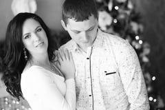 Fermez-vous d'étreindre mûr de couples Rebecca 36 Images stock
