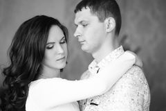 Fermez-vous d'étreindre mûr de couples Rebecca 36 Image stock