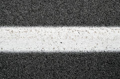 Fermez-vous d'Asphalt With White Line Photographie stock libre de droits