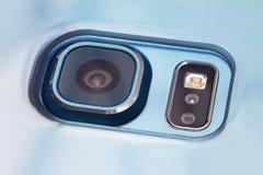 Fermez-vous d'un appareil-photo de téléphone portable Images libres de droits