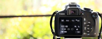 Fermez-vous d'un appareil photo numérique de Canon image libre de droits